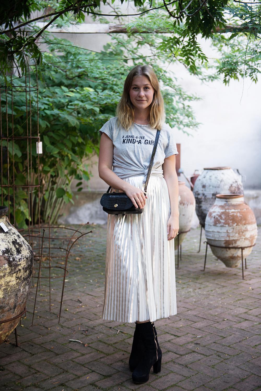 plisserad-kjol-silvrig